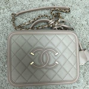 Chanel CC Filigree medium vanity case